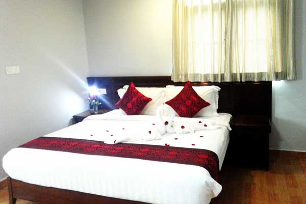 Executive-Suite-bed-room